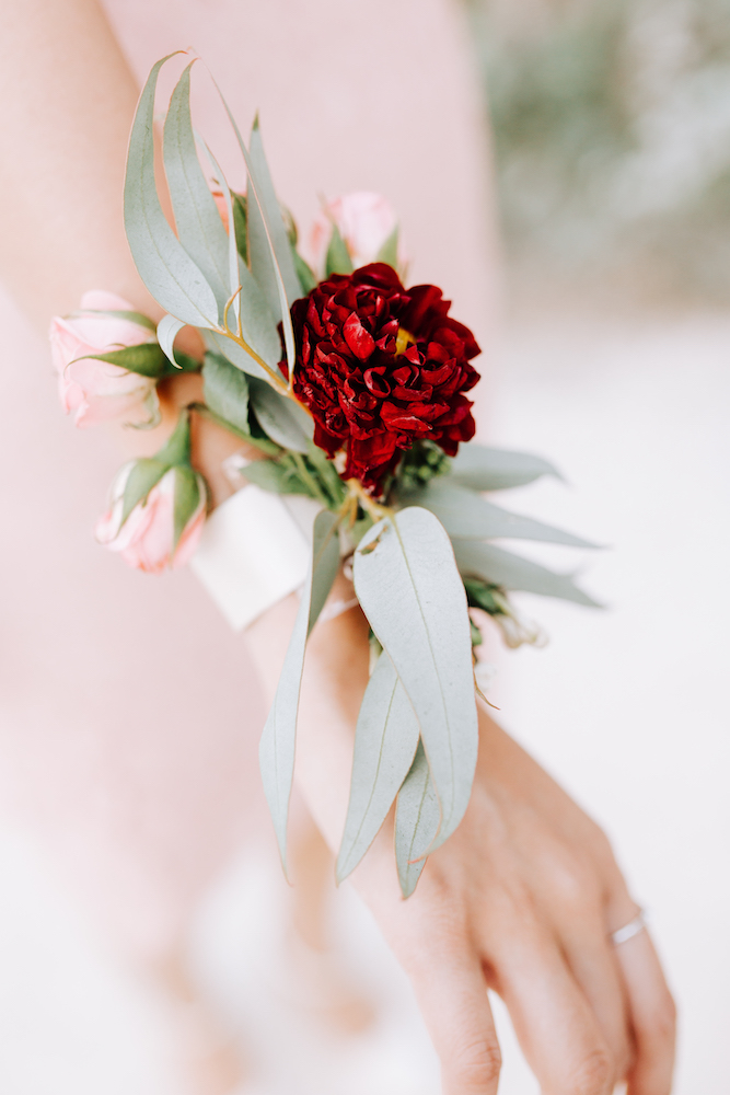 le coeur dans les etoiles - wedding planner - provence - luberon - organisation mariage - mariage automne - nicolas terraes - bracelet fleuri