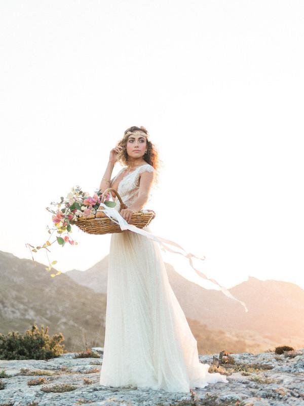 le-coeur-dans-les-etoiles-wedding-planner-provence-luberon-organisation-mariage-bridal-goddess-provence-wedding-photographer-jonathanprefaut-768x1024