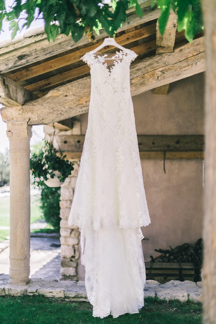 le coeur dans les etoiles - wedding planner - provence - luberon - drome - organisation provencale- sebastien cabanes - robe de mariee