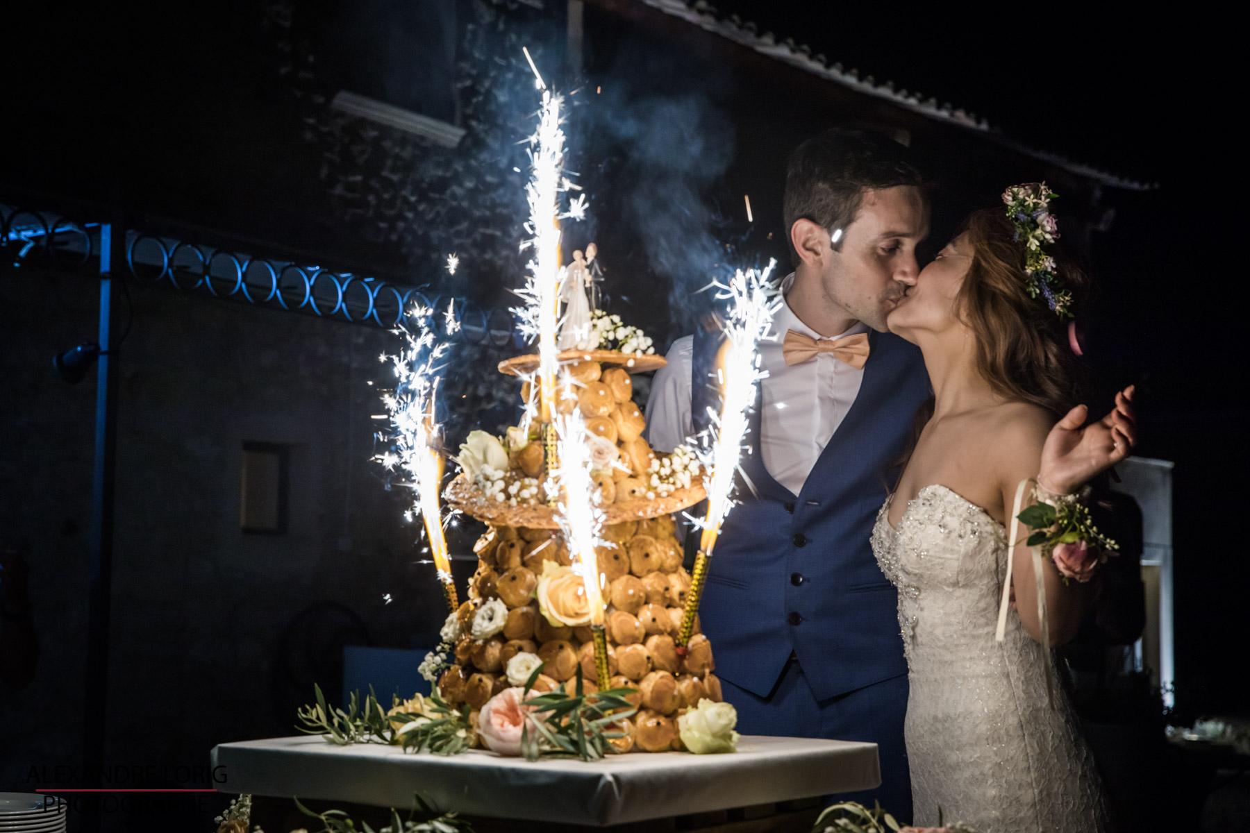 le coeur dans les etoiles - wedding planner provence - luberon - mariage provence - Alexandre Lorig - arrivee gateau