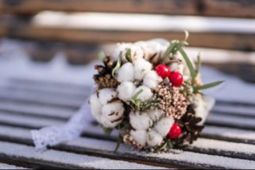 le-coeur-dans-les-etoiles-wedding-planner-organisation-provence-luberon-alpilles-drome-bouquet mariee coton-mariage-hiver