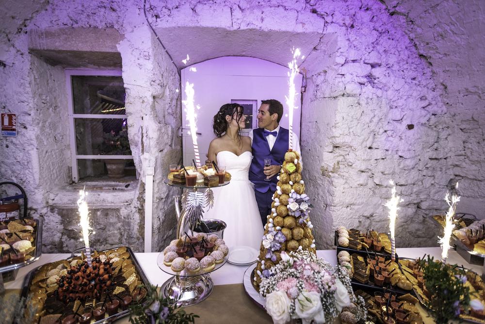 le coeur dans les etoiles - wedding planner - provence - luberon - organisation mariage provence - sebastien ben duc kieng - arrivee du gateau