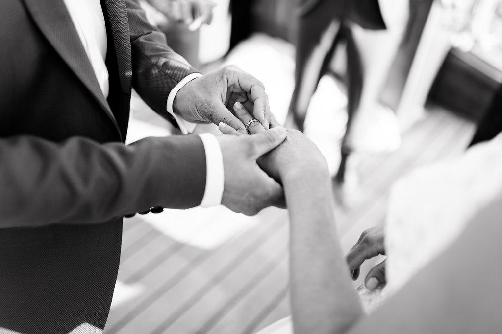 le coeur dans les etoiles - wedding planner - provence - sardaigne - shooting inspiration - mariage voilier - audrey carnoy - echange alliances 1