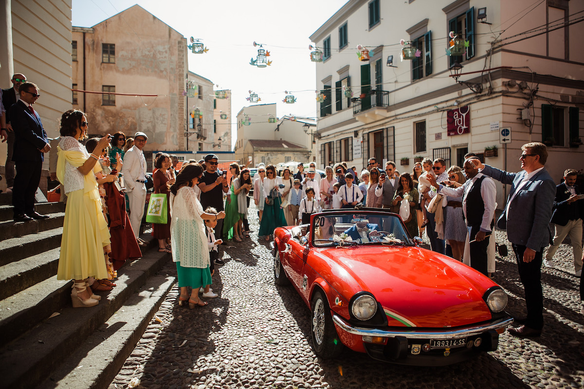 le coeur dans les etoiles - wedding planner - sardaigne - provence - luberon - mariage - organisation - antonio patta - voiture ancienne - triumph