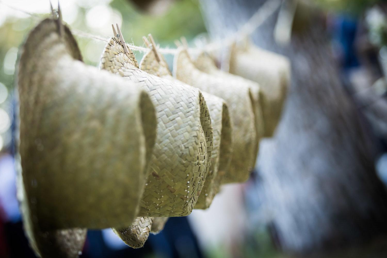 le coeur dans les etoiles - wedding planner - provence - luberon - alpilles - organisation - mariage - wedding - alexandre lorig - bar a chapeaux