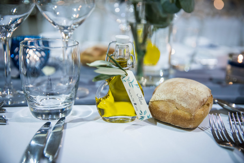le coeur dans les etoiles - corine charbonnel -wedding planner - provence - luberon - alpilles - organisation - mariage - wedding - alexandre lorig - fiole huile olive