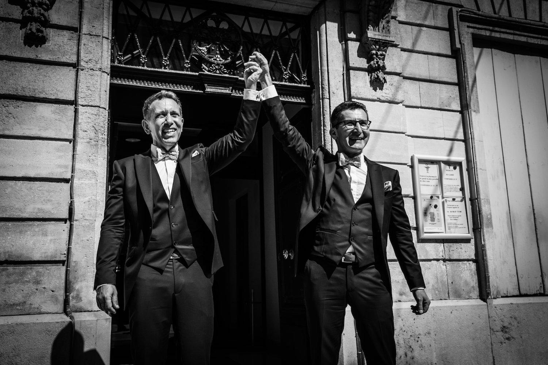le coeur dans les etoiles - corine charbonnel -wedding planner - provence - luberon - alpilles - organisation - mariage - wedding - alexandre lorig - sortie des maries