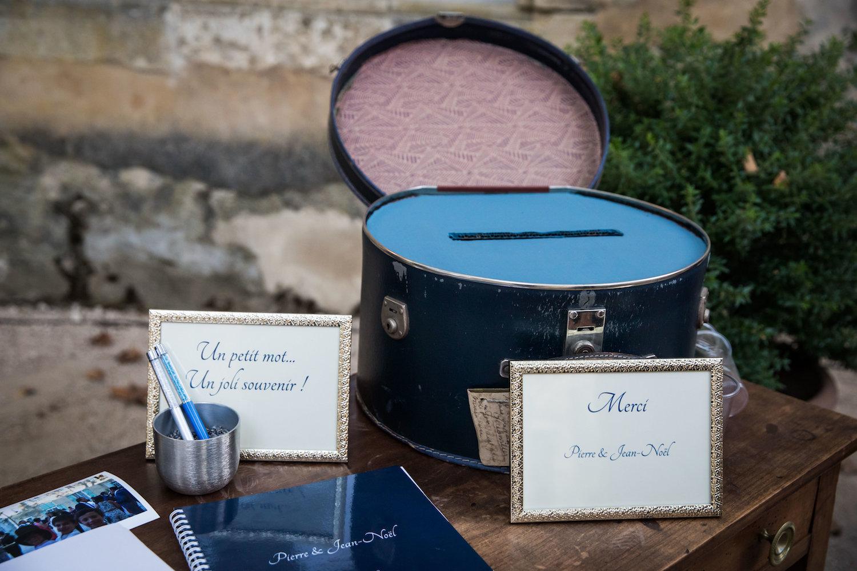 le coeur dans les etoiles - corine charbonnel -wedding planner - provence - luberon - alpilles - organisation - mariage - wedding - alexandre lorig - urne