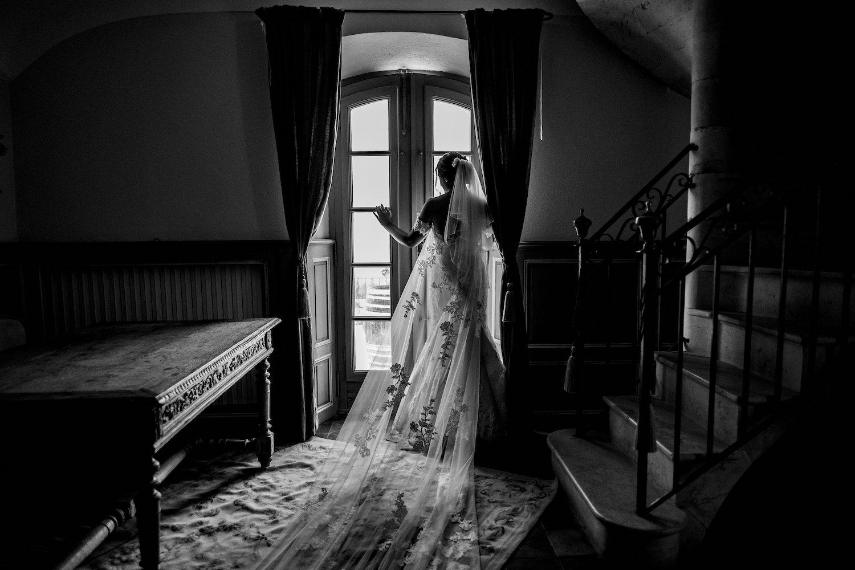 le coeur dans les etoiles - corine charbonnel -wedding planner - provence - luberon - alpilles - organisation - mariage - wedding - gilles perbal - mariee fenetre