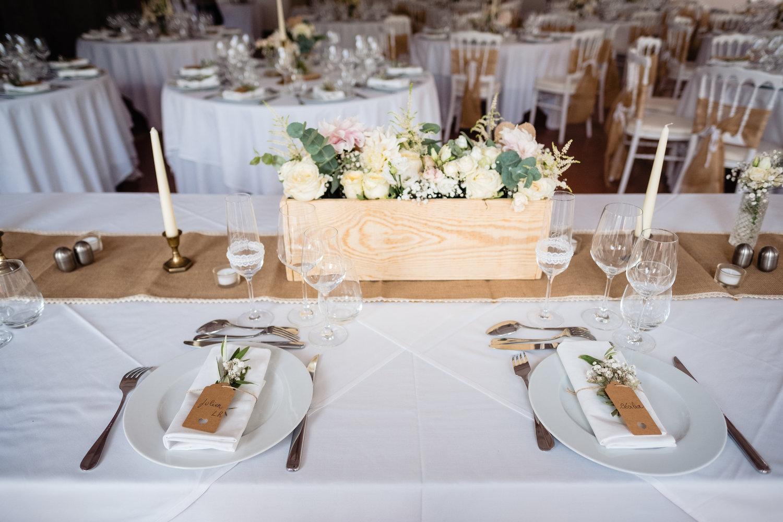 le coeur dans les etoiles - corine charbonnel -wedding planner - provence - luberon - alpilles - organisation - mariage - wedding - gilles perbal - table honneur