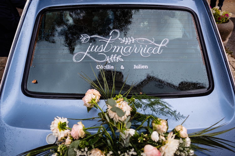 le coeur dans les etoiles - corine charbonnel -wedding planner - provence - luberon - alpilles - organisation - mariage - wedding - gilles perbal - voiture maries