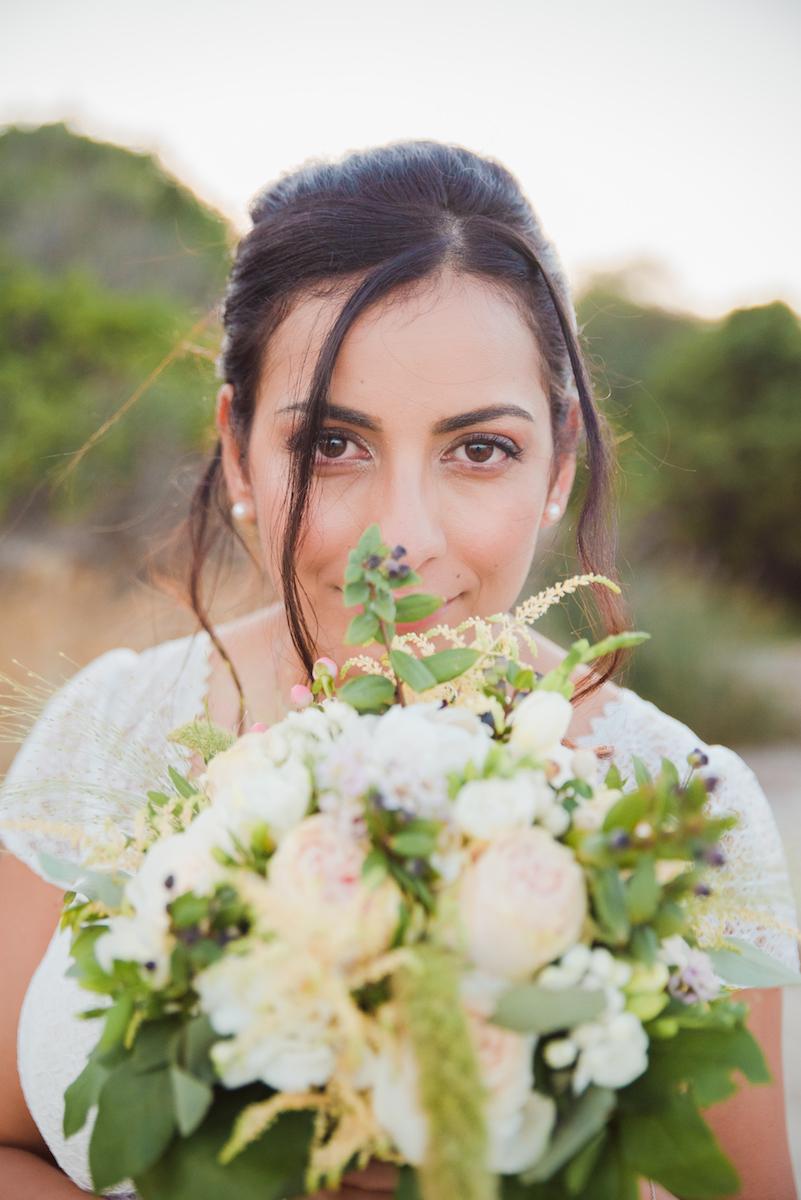 le coeur dans les etoiles - wedding planner - provence - luberon - sardaigne - organisation mariage - tania mura - la mariee et son bouquet