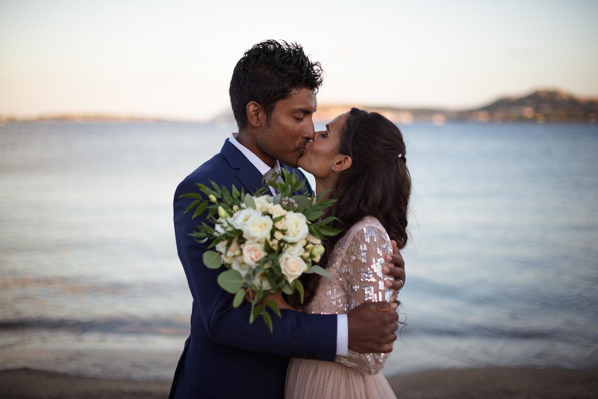 le coeur dans les etoiles - wedding planner - provence - luberon - sardaigne - organisation mariage - tania mura - l&s - couple plage coucher soleil 2