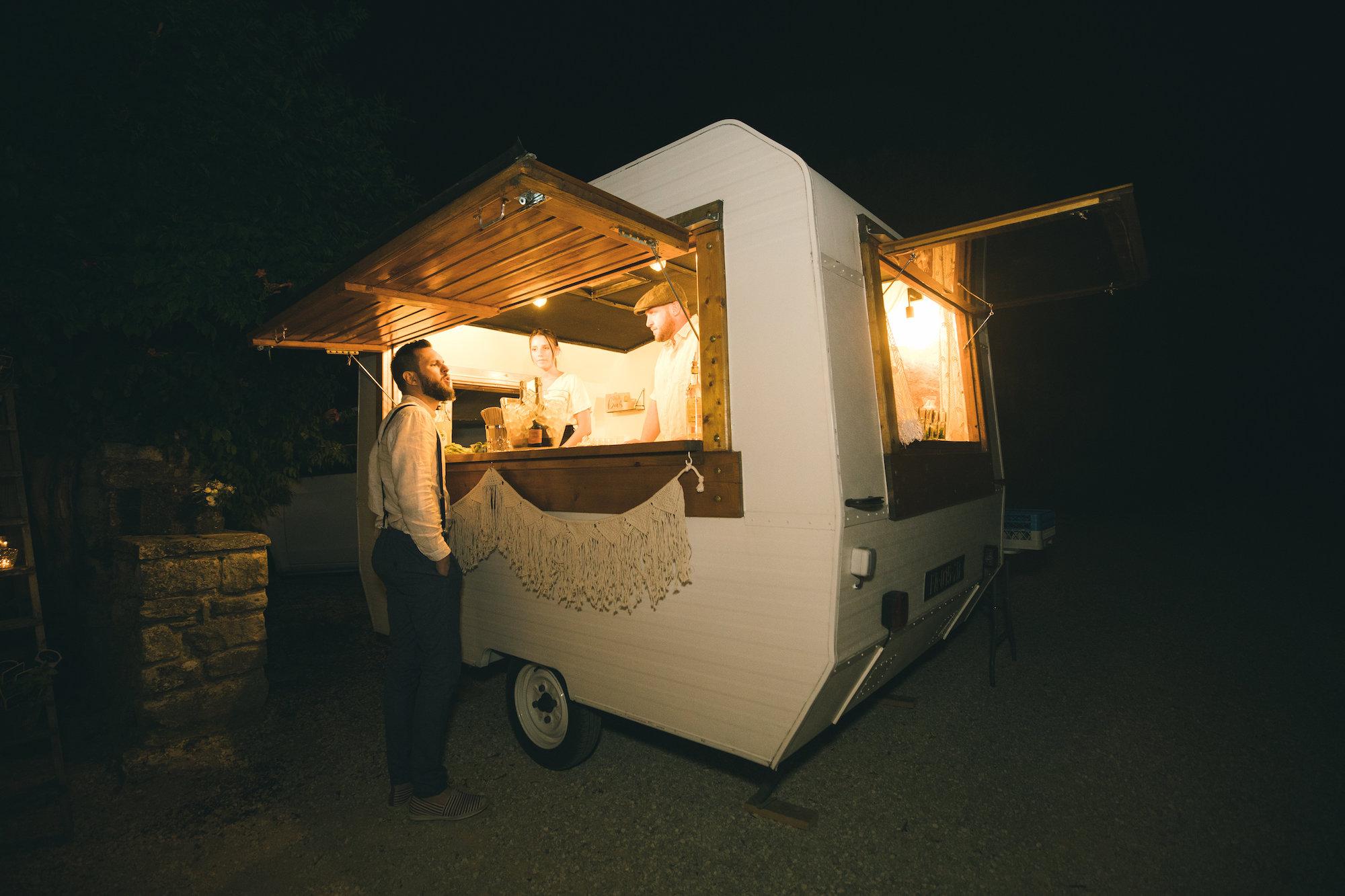le coeur dans les etoiles - wedding planner - gard - provence - mariage provence - L&C - sebastien cabanes - caravane à cocktails