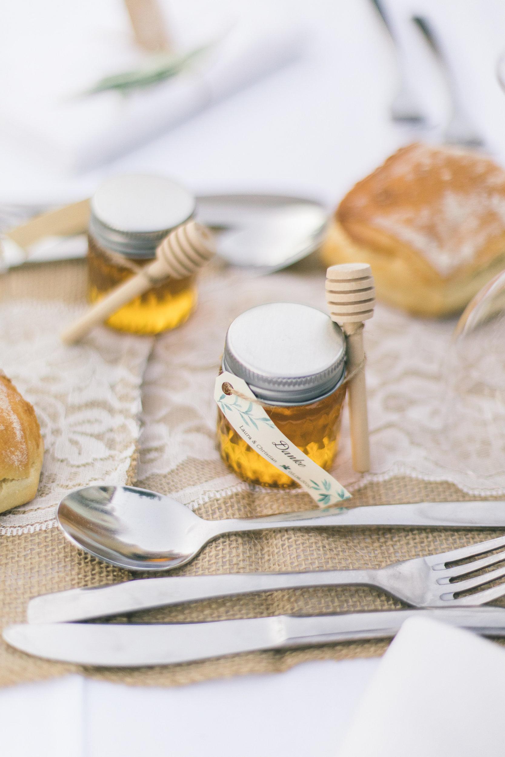 le coeur dans les etoiles - wedding planner - gard - provence - mariage provence - L&C - sebastien cabanes - petit pot miel