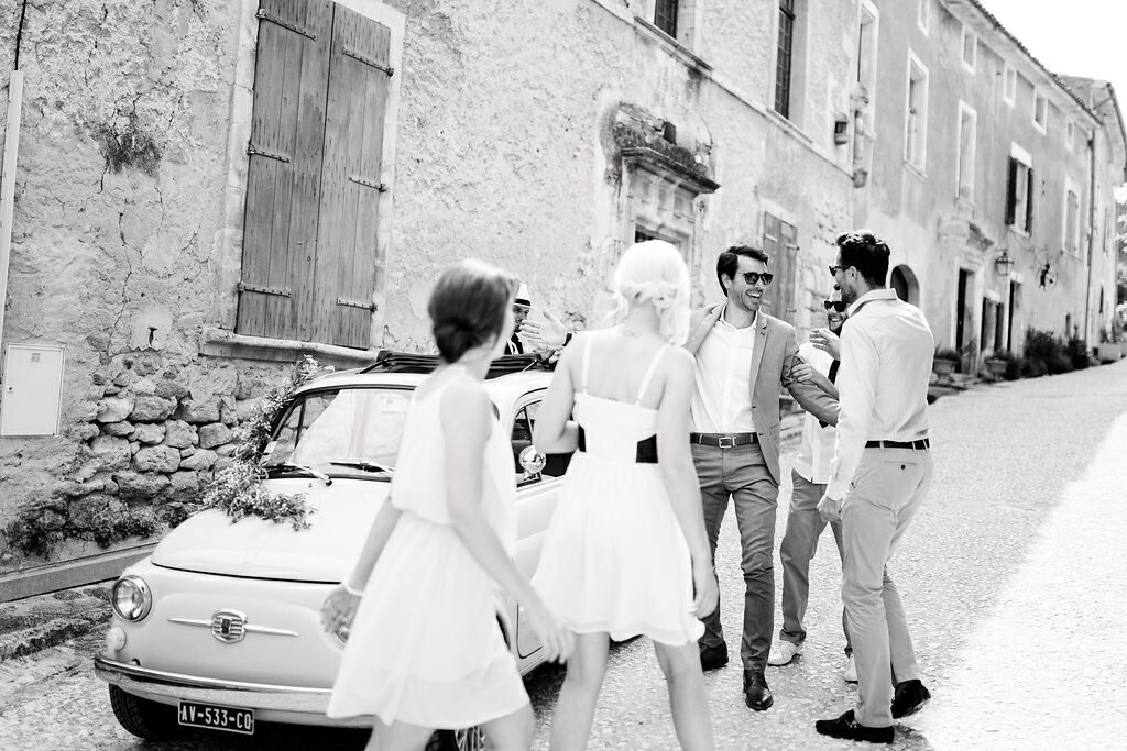 Le marié retrouve ses témoins