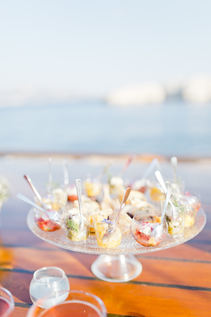 Cocktail de mariage sur un voilier