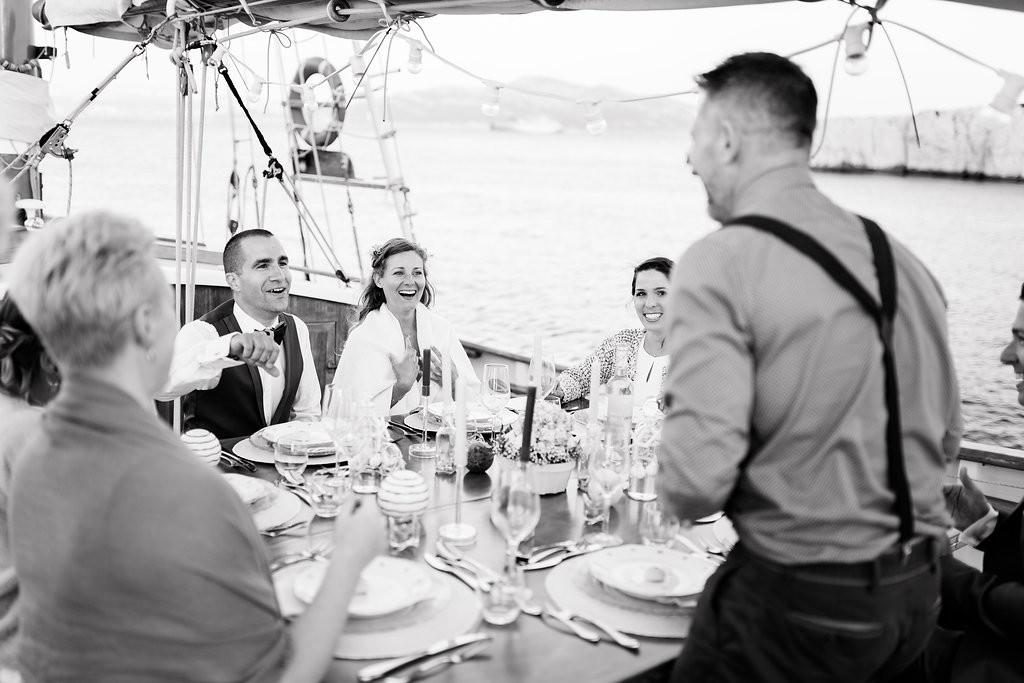 Repas de mariage en mer