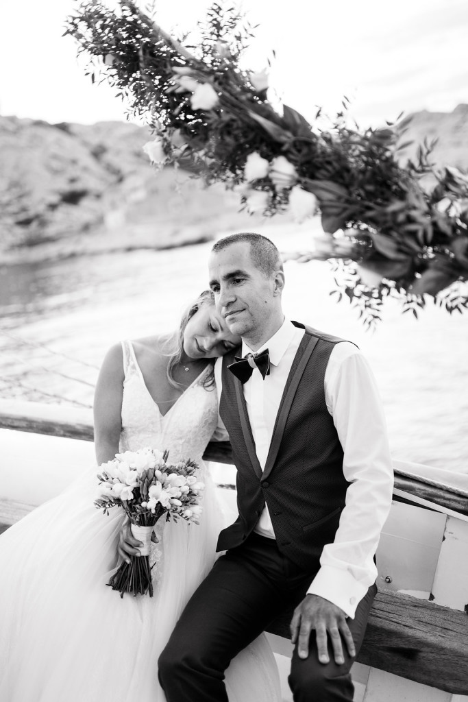 Photo de couple sur un bateau