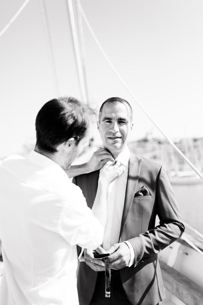 Les préparatifs du marié sur le voilier
