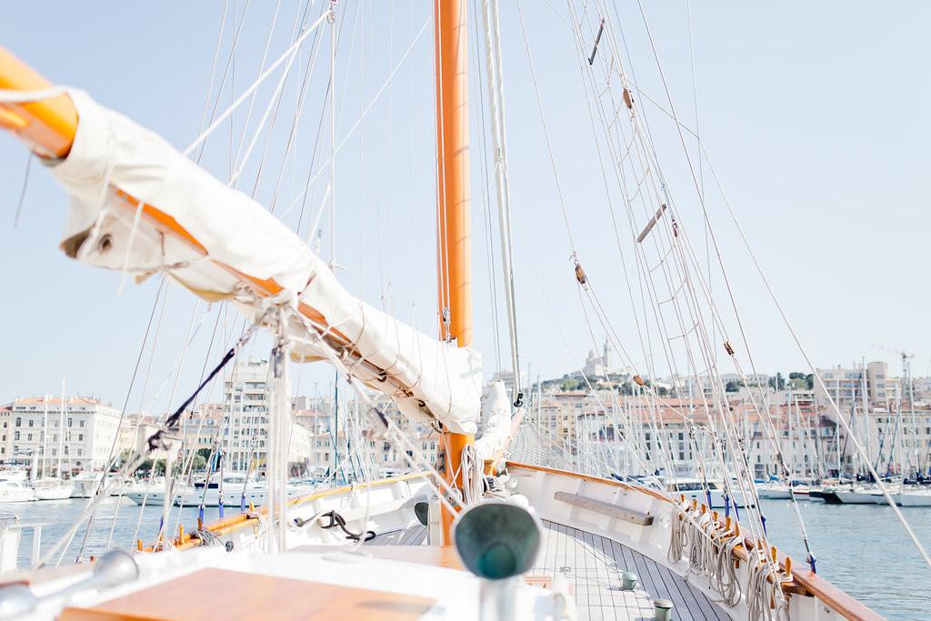 Voilier au vieux port de Marseille