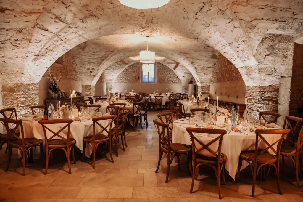 Superbe salle voûtée pour votre mariage en Provence