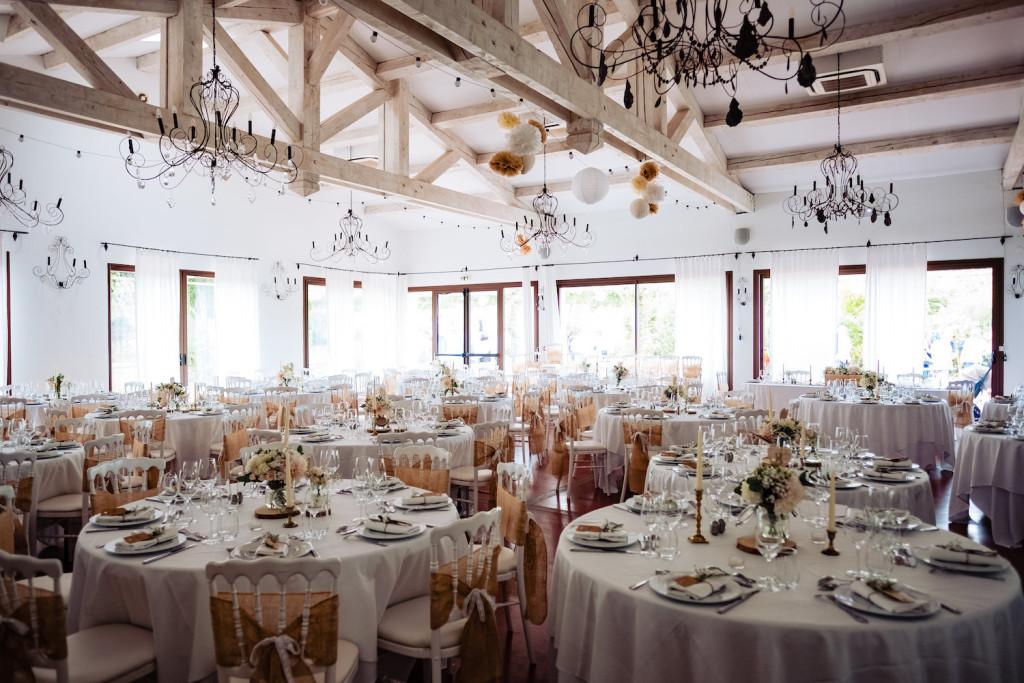 Grande salle de réception de mariage